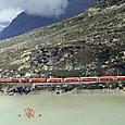 ベルニナ峠をゆく夏場の臨時列車
